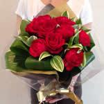 ブーケ風赤花束